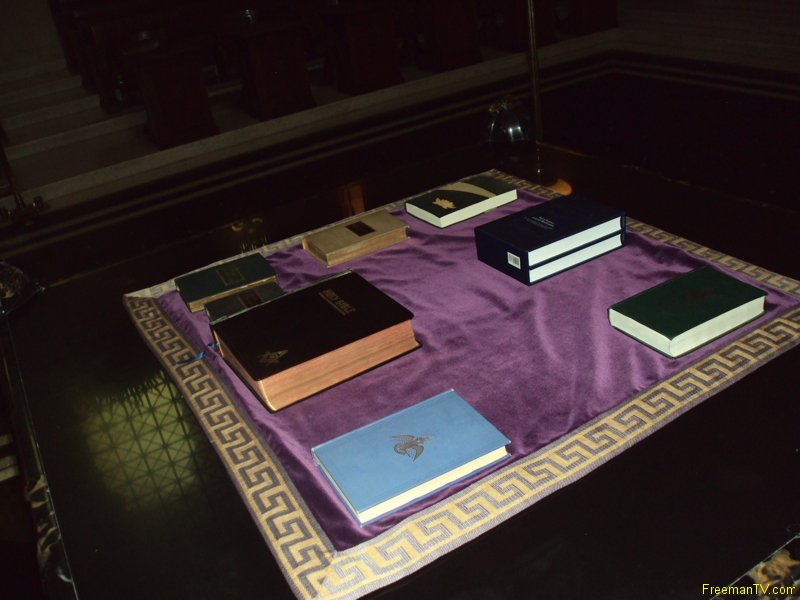 house-temple-33rd-holy-books-altar