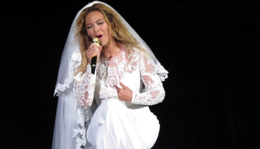 Beyonce-chante-Resentment-en-concert-a-Cincinnati-le-28-juin-2014_exact1024x768_l