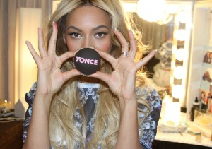 pretty-in-pink-beyonce-gets-yonce-cupcakes-1